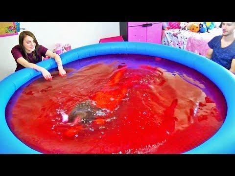 Gıda Boyasıyla Deney Videosu Pembe Su? Kırmızı Su? Ablam Aslı ve Ömer abiyle Eğlenceli Çocuk Videosu