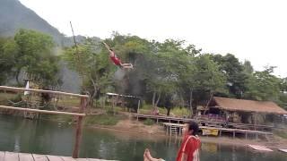Saut dans la rivière Nam Song - Vang Vieng (mars 2012)