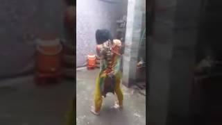 Yeh lo hijra pagal ho gaya