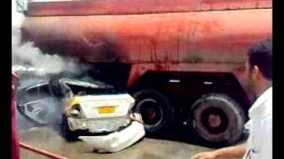 حادث احتراق سيارة اجرة مع ناقلة نفط في ذمار اليمن 1