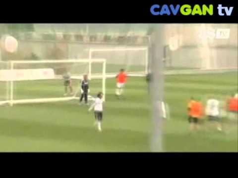 CAVGAN TV - Jose Mourinho plays as goalkeeper [www.cavgan.com]