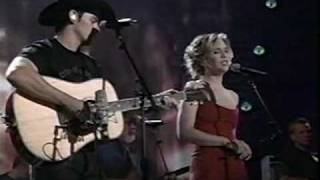 Brad Paisley & Alison Krauss - Whiskey Lullaby (LIVE)