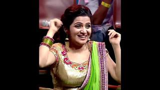 Anchor Dhivyadharshini (DD) hot boobs and navel in saree