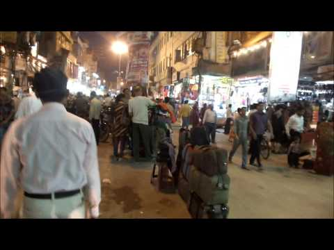 Un paseo por las calles de Varanasi India nov 2012