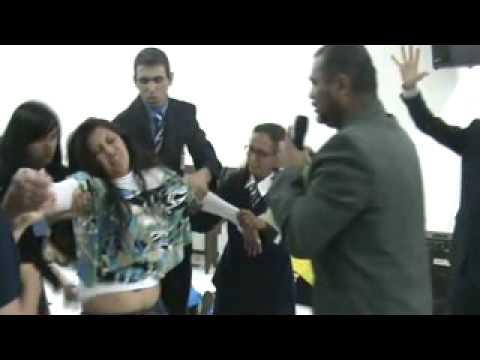 Pastor Walter Chaves expulsando demônios