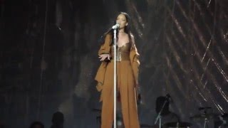 Rihanna - Kiss It Better (Live at Barclays Center) 3/30/16