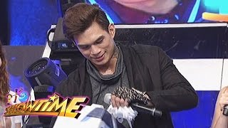 It's Showtime: Zeus' gift from It's Showtime family