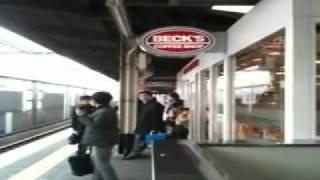 Shocking Rare video Japan : Whole Train Station and Platform shaking like hell (Earthquake Tsunami)