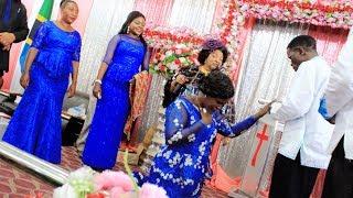 Rebeca Mwenye Watoto Na Wajukuu Avishwa Pete Ya Uchumba Na Mch  Stephano Mganga Kanisani