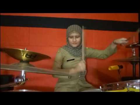 Gila!!! Drummer PNS bermain minus one