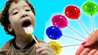 Rua and Mommy pretend play with Fruit Lollipops