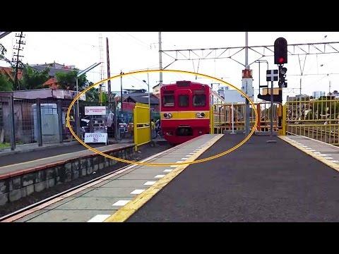 Xxx Mp4 UNIK Pagar Dibuka Dulu Sebelum Kereta Lewat Di Stasiun Kemayoran 3gp Sex