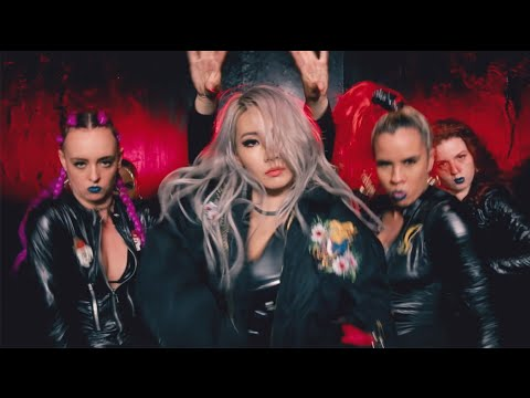Download CL - 'HELLO BITCHES' DANCE PERFORMANCE VIDEO free