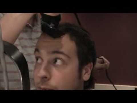 Phil Branch se fait raser la tête