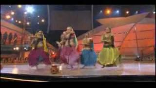 Rangeelo maro dholna - American girls - Indian performance