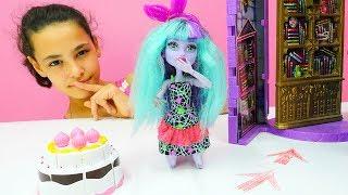 #MonsterHigh oyuncak bebekler ile kız oyunları. Twayla'nın Doğum Günü partisi var 🎂. #Kızoyuncakları