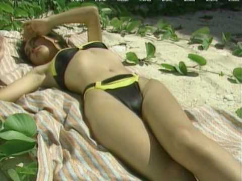 Mariko Kajiwara posing at the pool