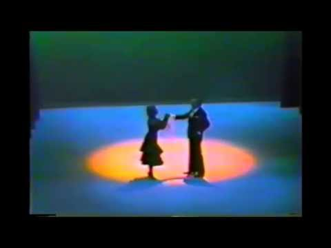 Santiago Ayala y Norma Viola bailan