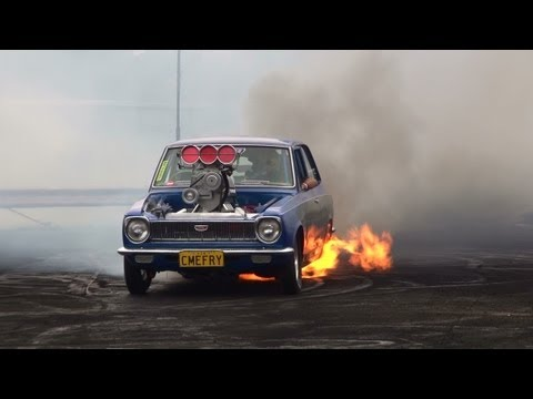 BLOWN V8 COROLLA CMEFRY CATCHES FIRE IN THE BURNOUT FINALS AT KANDOS 2012