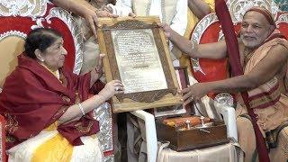 Legendary singer Lata Mangeshkar honoured with the Swara Mauli Puraskar