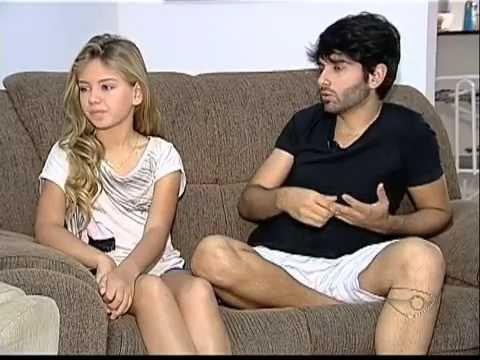 Gay adota neta de traficante e a menina torna se Mini Miss Brasil