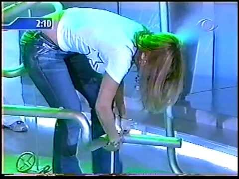 Mari Alexandre pegando no cano no Boa Noite Brasil 1 2005
