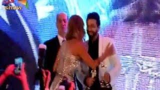3 قبلات ساخنة من اللبنانية المثيرة كاتيا كعدي لتامر حسني