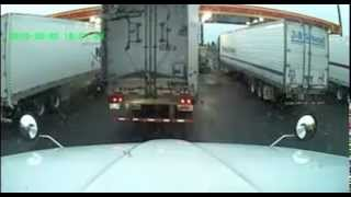 18 Wheeler Accident Caught on Dash Camera - 4 Trucks Hit, 2 Totaled