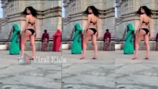 OMG- मंदिर में लड़की ने उतारे कपड़े, हुआ बवाल |