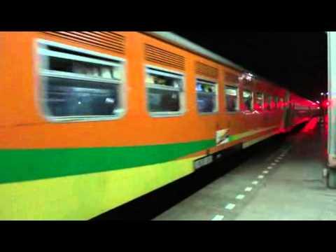 8 MAR 2012 KA Brantas 117 Arriving Cirebon Prujakan Station