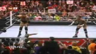 WWE RAW 24/01/11 Wade Barrett (The Core) vs CM Punk (The Nexus) Referee especial John Cena ESPAÑOL