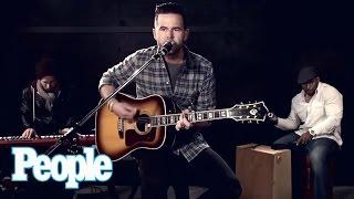 David Nail Sings 'Whatever She's Got' Live