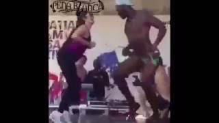 cuando el negro de whatsapp te saca a bailar