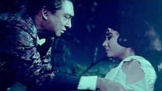 Ashok Kumar, Meena Kumari, Bheegi Raat - Emotional Scene 24/25