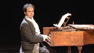 Après Kaamelott, Alexandre Astier passe son Bach