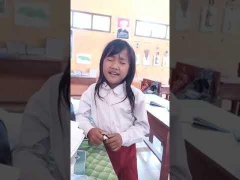 Xxx Mp4 Viral Anak SD Memiliki Suara Emas Bernyanyi Lagu Oleh Oleh Rita Sugiarto 3gp Sex