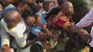 Tributes as Robert Mugabe's body returns home
