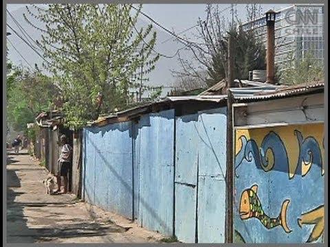 La realidad que se vive al interior de un campamento en pleno barrio alto de Santiago