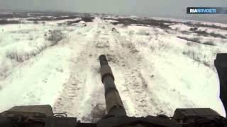 T-90-Panzer üben Treffgenauigkeit bei voller Fahrt