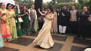 Pakistani beautiful girls Dance an Indian song laila main laila | wedding ceremony|best shadi dance