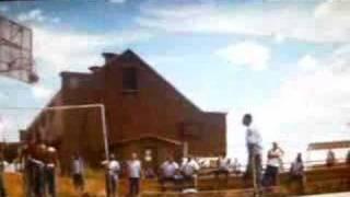 Partido baloncesto (el Clan de los RompeHuesos)