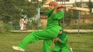 Wanita Afghanistan Bermain Kriket
