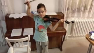 Můj syn Emgl hraje