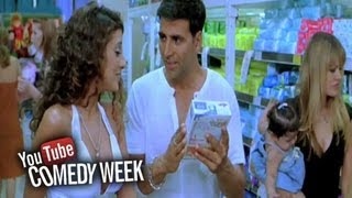 Akshay Kumar gets slapped by store women | Heyy Babyy