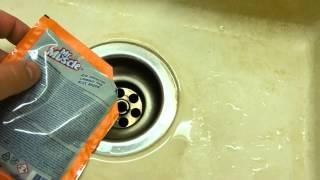 Прочистка сифона канализации средством Mr Muscle (Мистер Мускул)