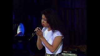 Selena - Como La Flor (LIVE) Super HQ