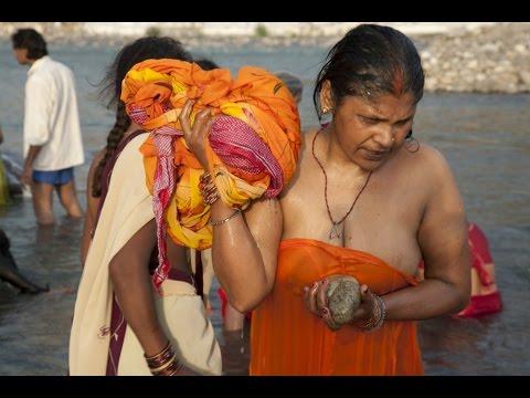 open bath in river | snan | शाही स्नान | leady-woman-girl l snan