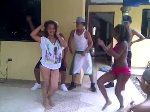 Jefe Con Seña JCS En cura bailando dembow & ayy de amara la negra 2013