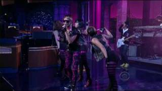 Keri Hilson ft Kanye West - Knock You Down HD [LIVE @ Letterman]