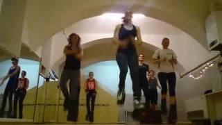 El Chevo - Metela Sacala Kangoo Jumps Dance